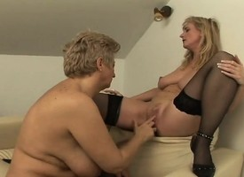 Hot MILF and GILF in some finger fucking, tongue make mincemeat of pussy lark