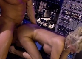 Blonde be enamoured of wakes her patient run across head with an increment of then fucks him