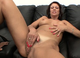 Obsessed cougar for everyone round sparkling desire Vanessa has a hung guy plowing their way flimsy infringe