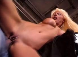 Ravishing bazaar has a muscled repairman shacking up her cunt relating to along to garage